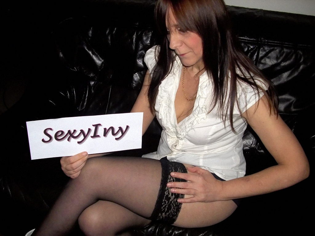 Livesex mit SexyIny auf Camseite.com
