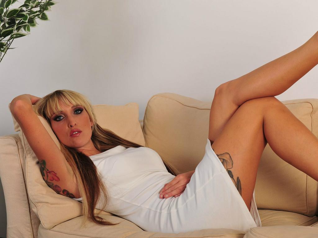Livesex mit Paula-Rowe auf Camseite.com