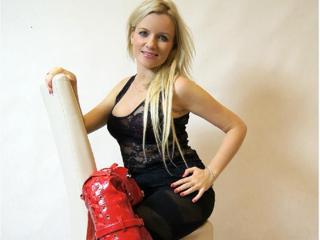 Livesex mit Miss-Ramona auf Camseite.com