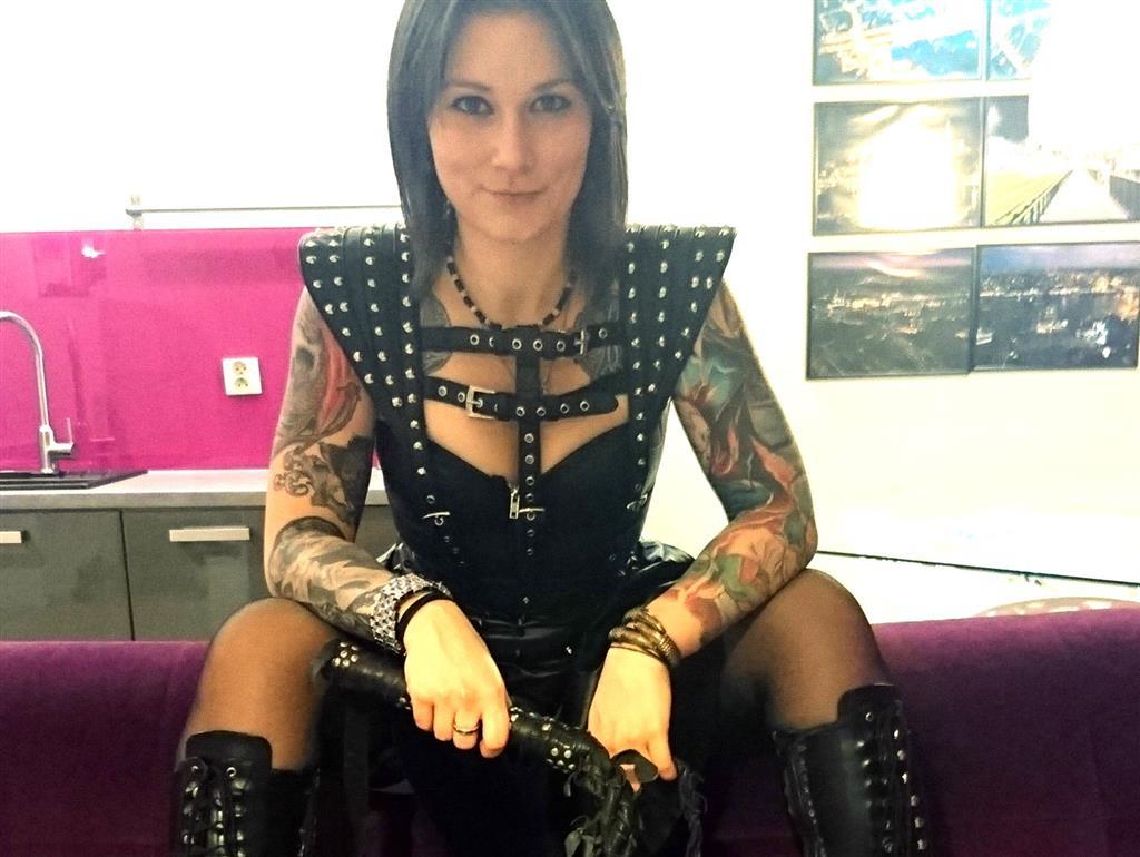 Livesex mit MissVictoriax auf Camseite.com