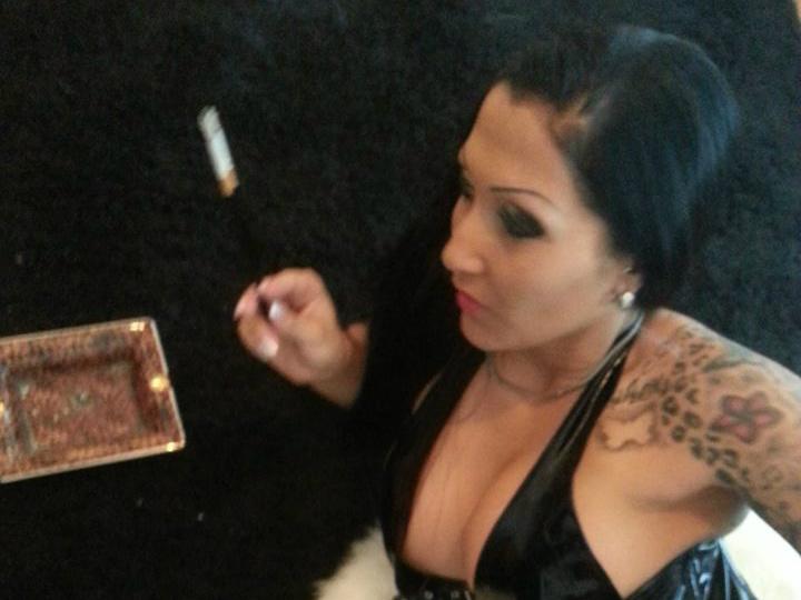 Livesex mit NickiSaphira auf Camseite.com