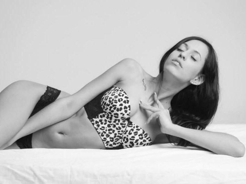 Livesex mit SexySara92 auf Camseite.com