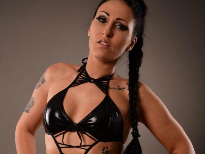 Livesex mit Mira-Grey auf Camseite.com