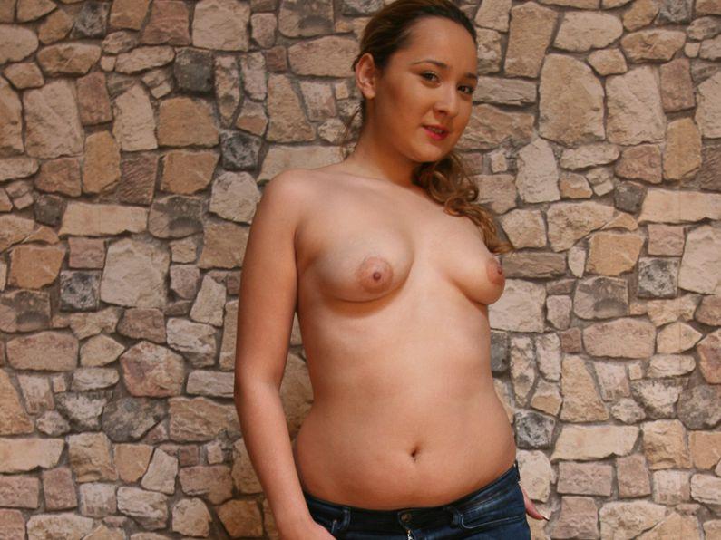 Livesex mit NellyBenz auf Camseite.com