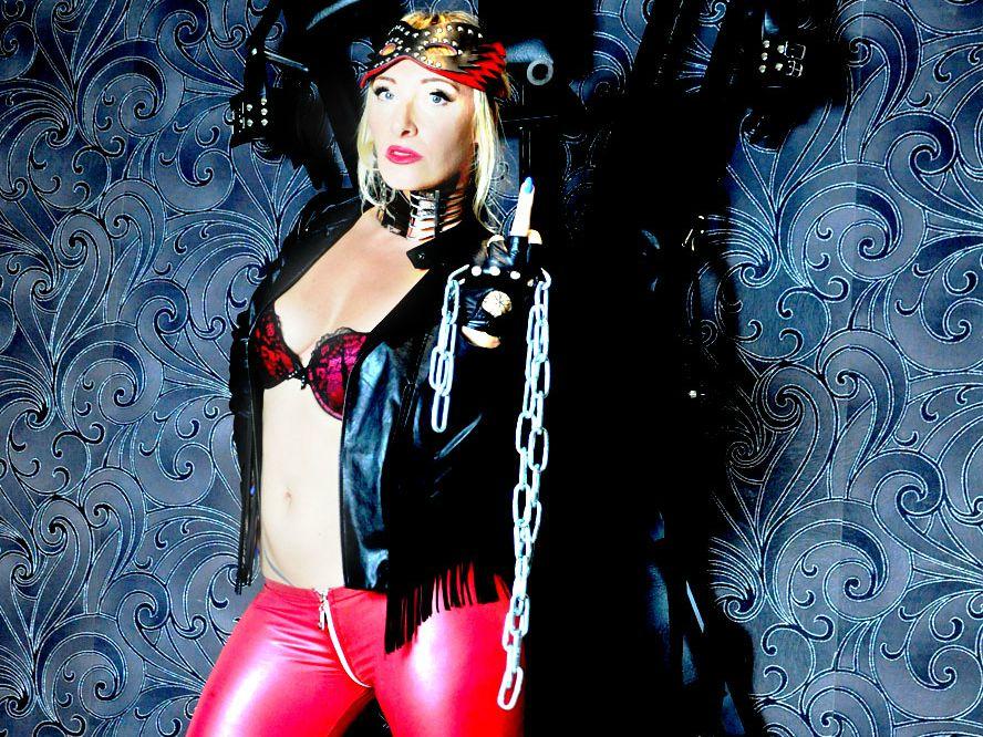 Livesex mit LadyDemona auf Camseite.com